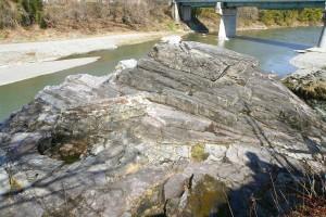 紅簾石片岩