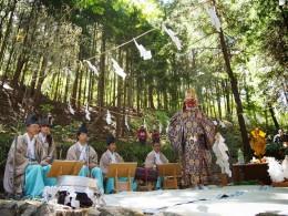 蓑山神社 山の中の神楽